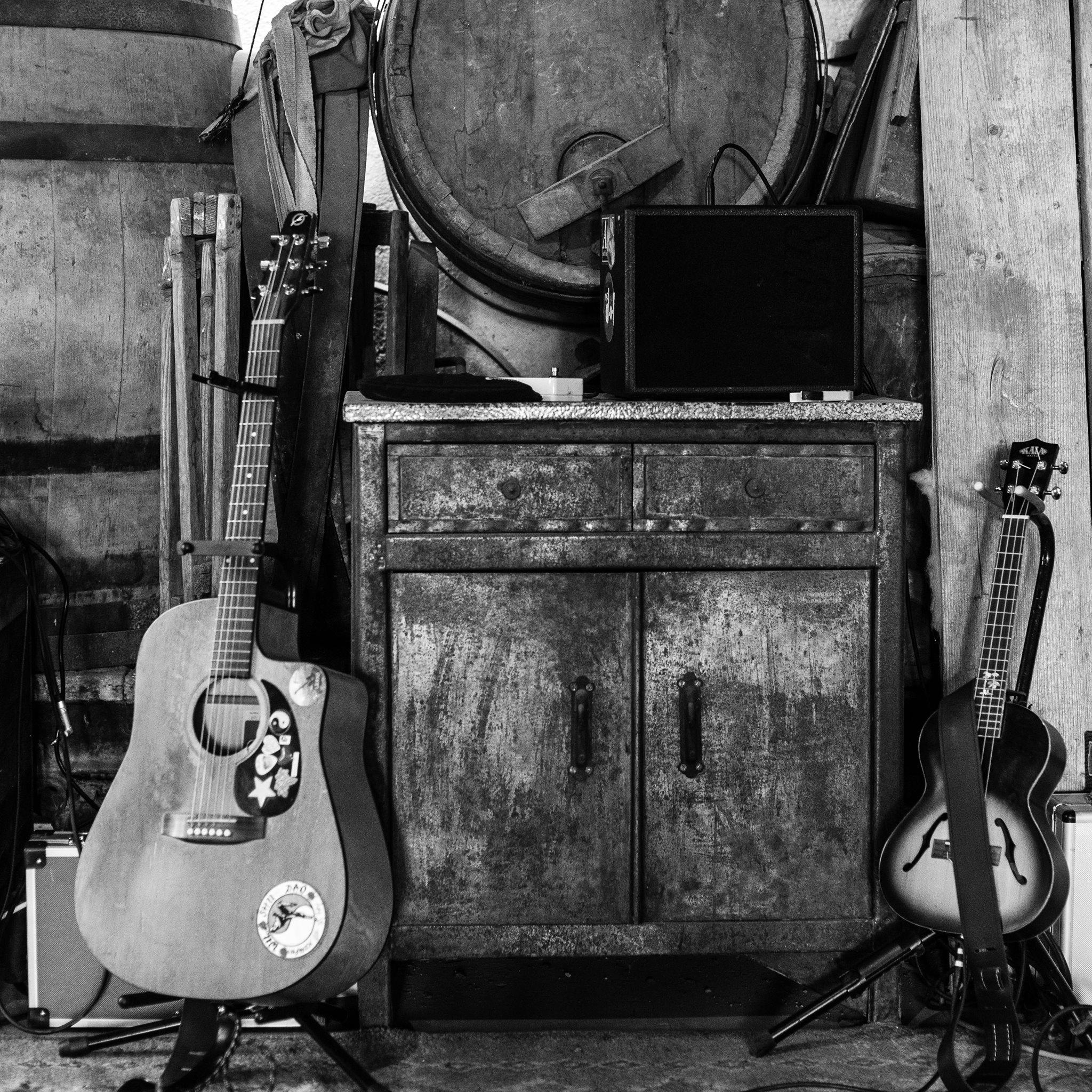 photo de guitare et ukulélé