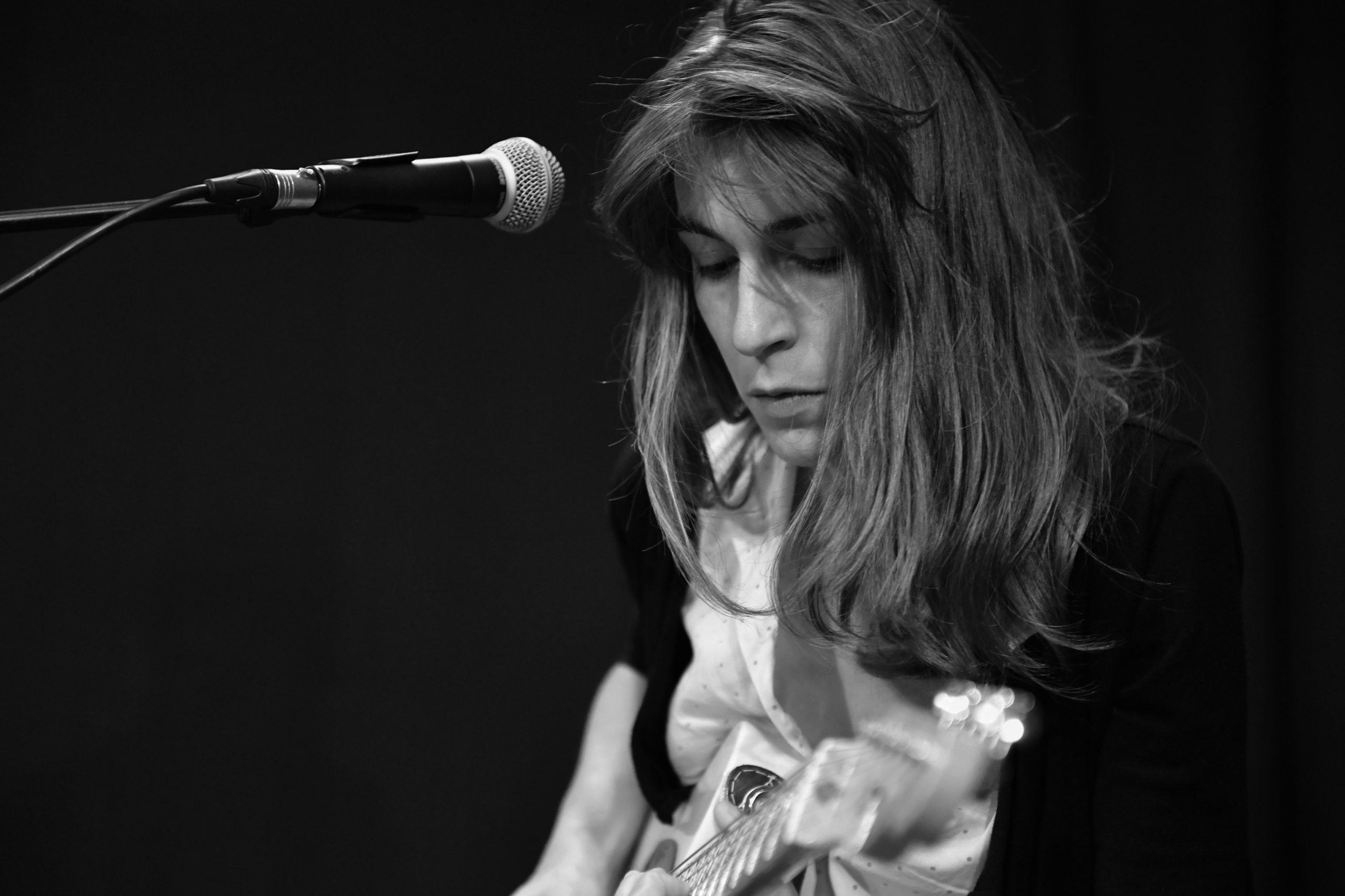 Lison Steger, compositrice, interprète du groupe 6LEXIC